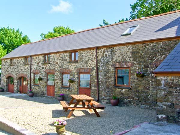 THE CORN LOFT, family friendly, character holiday cottage, with a garden in Haverfordwest, Ref 7187 - Image 1 - Haverfordwest - rentals