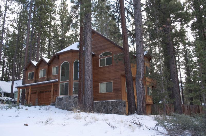 Front House in Winter Season - 6 BR Lux Chalet w/ Pool Table, Hot Tub & Jacuzzi - South Lake Tahoe - rentals