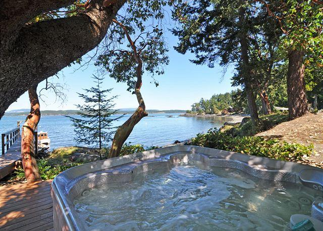 Bubble your cares away by the seaside. - Carter Beach in Friday Harbor on San Juan Island - Friday Harbor - rentals
