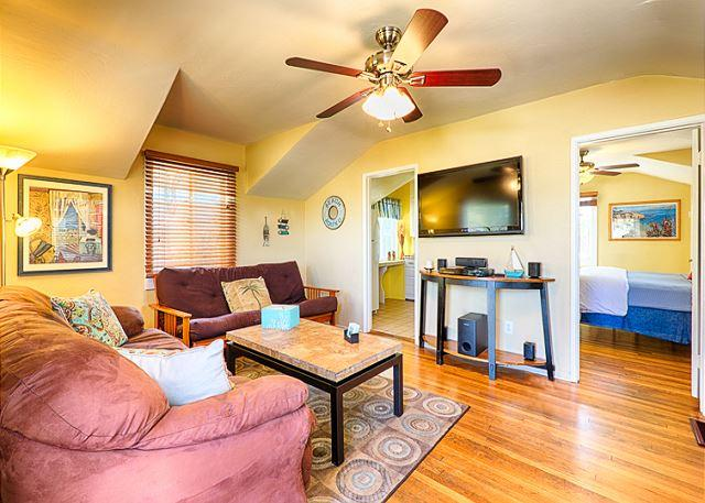 Comfortable and affordable beach cottage at Windansea Beach is the perfect place to come and play! - #453 - Cozy La Jolla Beach Cottage - La Jolla - rentals
