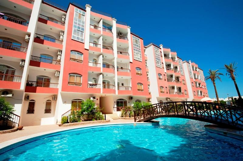 Desert Pearl Apartment 3 bed with large pool - Image 1 - Hurghada - rentals