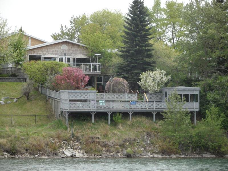 ALONG RIVER RIDGE BED AND BREAKFAST - Along River Ridge Bed And Breakfast - Calgary - rentals