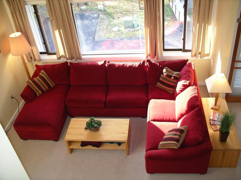 Living Room - Loon Mountain Townhouse W/ Views, Hot Tubs & Pools - Lincoln - rentals