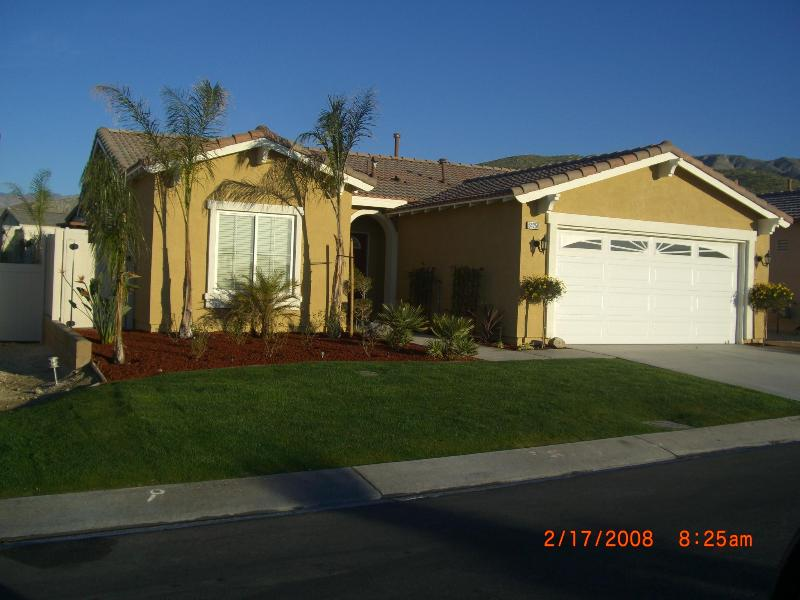 Front of house - Pet friendly 2 bd home only minutes from Palm Spr. - Desert Hot Springs - rentals