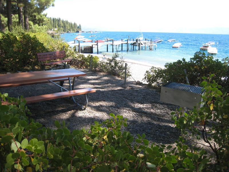 4 BR cabin, hot tub, excellent location West Shore - Image 1 - Tahoe City - rentals