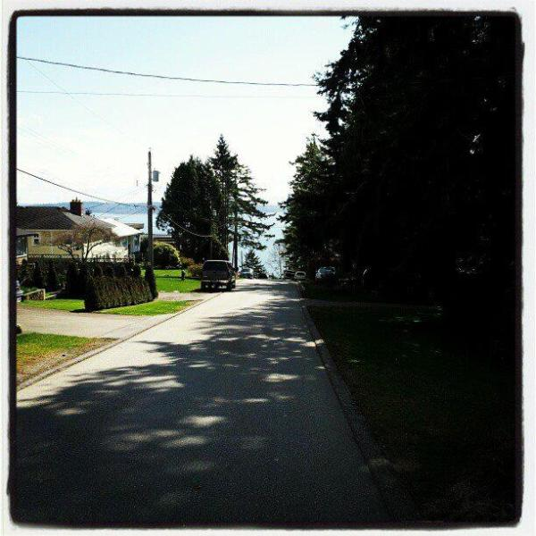 just a short walk to the ocean  - GREAT Deal- Studio apartment- Don't miss - White Rock - rentals
