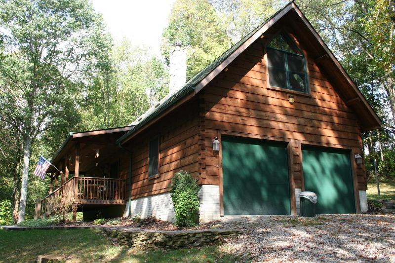 pull up to peaceful serenity - Timber Creek Lodge - Hocking Hills - rentals