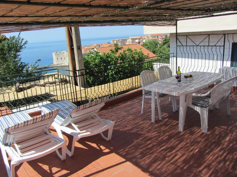 Roof top terrace with Table/ chairs and 2 Lounge chairs - *Charming Apt ! Fantastic Location to Old Town! * - Dubrovnik - rentals
