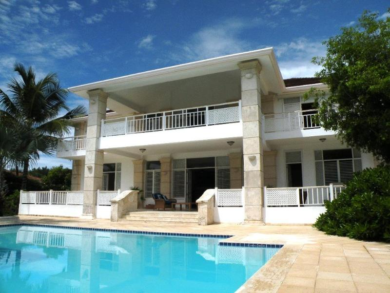 Private large pool with sun beds - more info at privatecasa com - Golf front & ocean view- 200yards from White Beach - Punta Cana - rentals