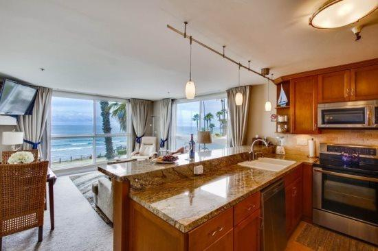 Stunning Corner Condo overlooking Pacific Beach with Awesome Ocean Views - Casey's Ocean Front Corner Condo - San Diego - rentals