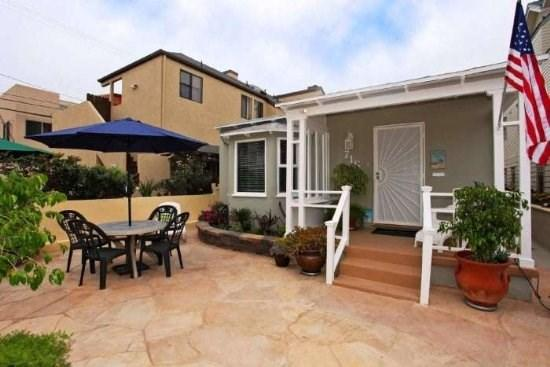 Large private courtyard at the front of Sea Sparkle - Sea Sparkle - South Mission Beach - San Diego - rentals
