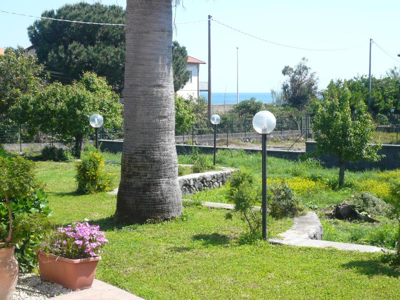 3.typical Sicilian home in a lemon garden next see - Image 1 - Riposto - rentals