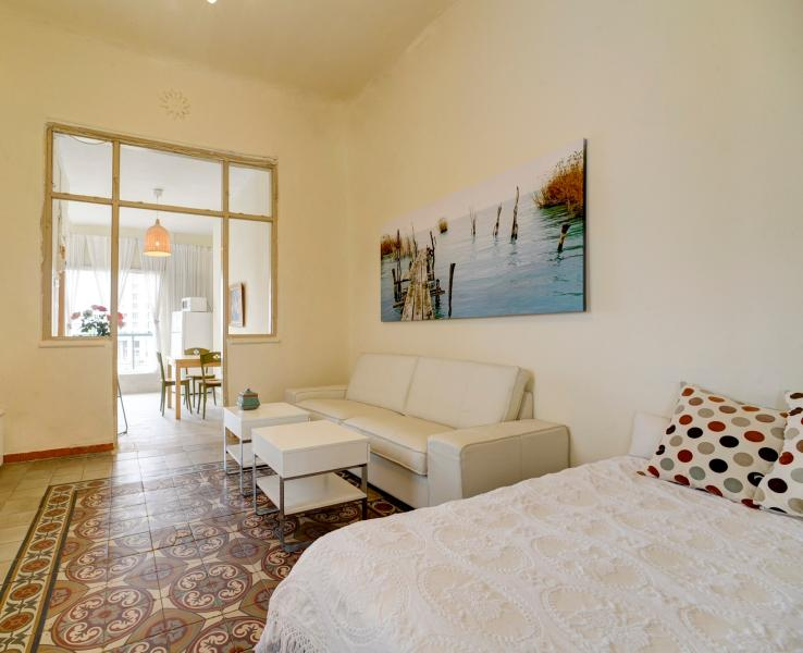 NEVE TZEDEK SPACIOUS 1BR, SEA VIEW & ROOF TERRACE - Image 1 - Tel Aviv - rentals