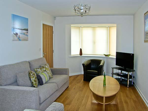COAST VIEW COTTAGE, family friendly, with a garden in Beadnell, Ref 5360 - Image 1 - Beadnell - rentals