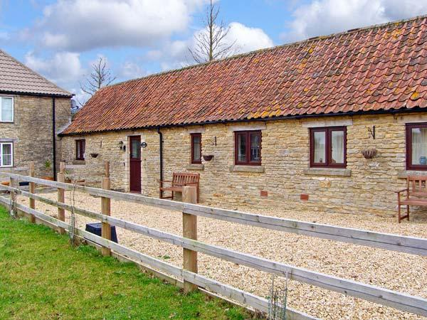 COW BYRE COTTAGE, romantic, country holiday cottage, with a garden in Charlton, Ref 5791 - Image 1 - Malmesbury - rentals