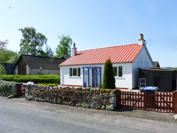 THE BUNGALOW, pet friendly, country holiday cottage, with a garden in Jedburgh, Ref 6296 - Image 1 - Jedburgh - rentals