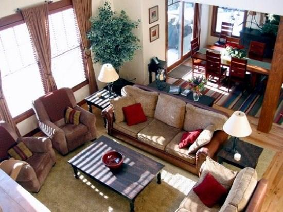 Coldsmoke Chalet is within walking distance of the golf course and Lodge.  Families will enjoy this spacious home - Wanderlust Chalet - 4 bedroom, 3 Bath custom chalet. Sleeps 12. WIFI. Pet Friendly. - Tamarack Resort - rentals