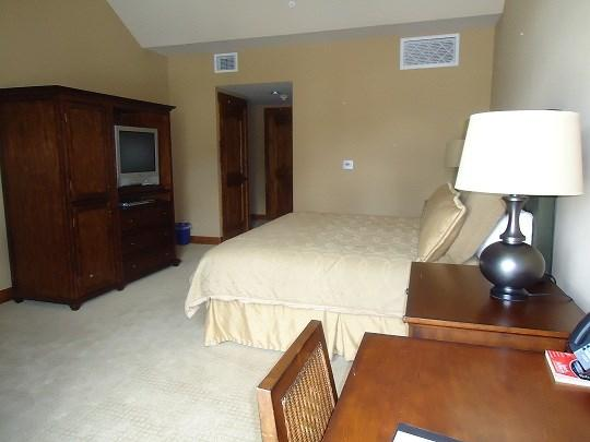 King bed with mountain views - Lodge 308 Hotel Room with King Bed. Sleeps 2. WIFI. - Tamarack Resort - rentals
