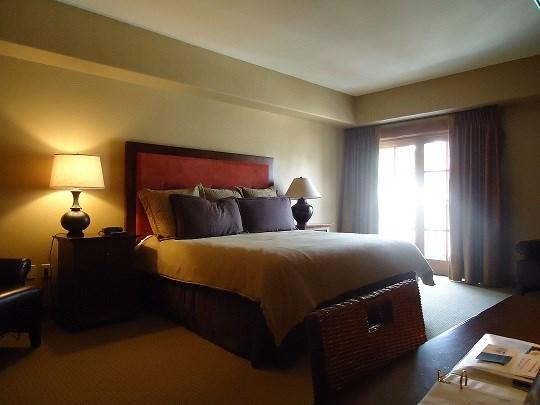 King Bed with balcony - Lodge 312 Hotel Room with King Bed and Outdoor Balcony. Sleeps 2. Internet. - Tamarack Resort - rentals