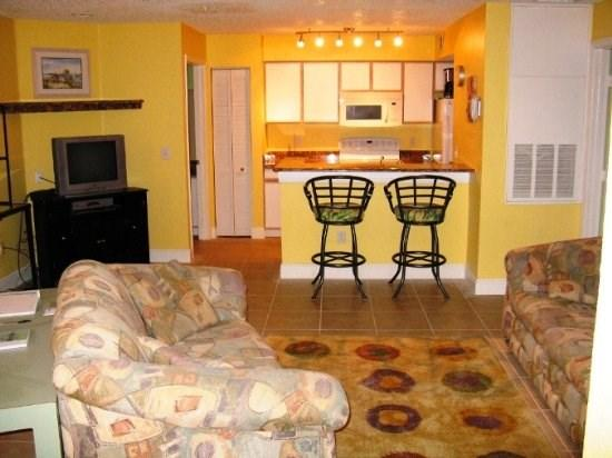 Your main floor condo - Tropical Delight - Roomy 2 Bedroom Condo - Kissimmee - rentals