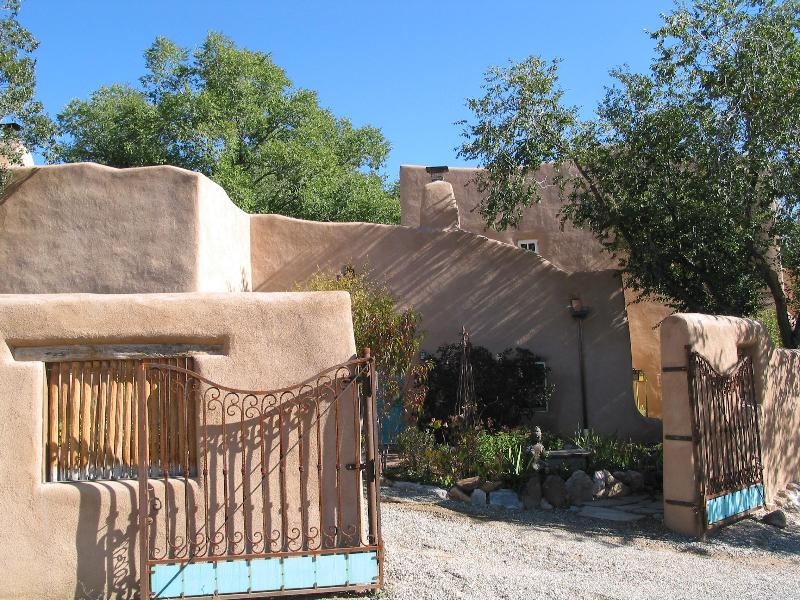 gated parking - 3 BR Restored Artist Home,easy walk to Taos Plaza - Taos - rentals