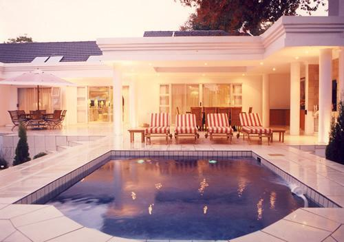 Pool area - de Pinna's Executive Guest House - Gauteng - rentals