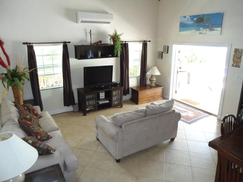 the lounge - Casa Isabella, lovely house, great location - Leeward - rentals