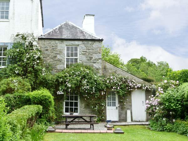 LAUREL BANK, pet friendly, with a garden in Gatehouse Of Fleet, Ref 6190 - Image 1 - Gatehouse of Fleet - rentals