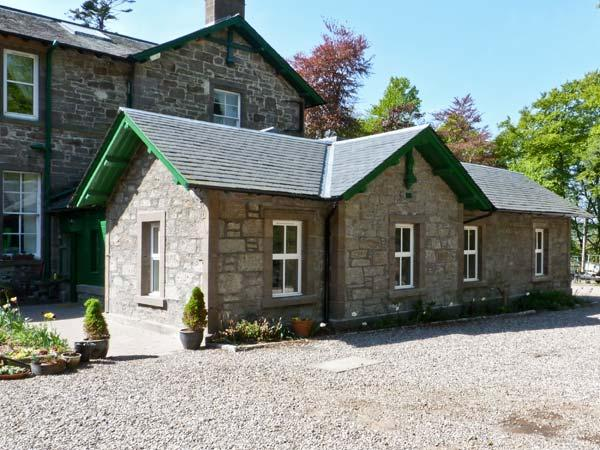 COURTYARD COTTAGE, family friendly, country holiday cottage, with a garden in Forfar, Ref 7632 - Image 1 - Forfar - rentals