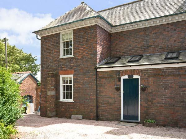 THE SERVANTS' QUARTERS, pet friendly, character holiday cottage, with a garden in Chirk, Ref 5637 - Image 1 - Chirk - rentals