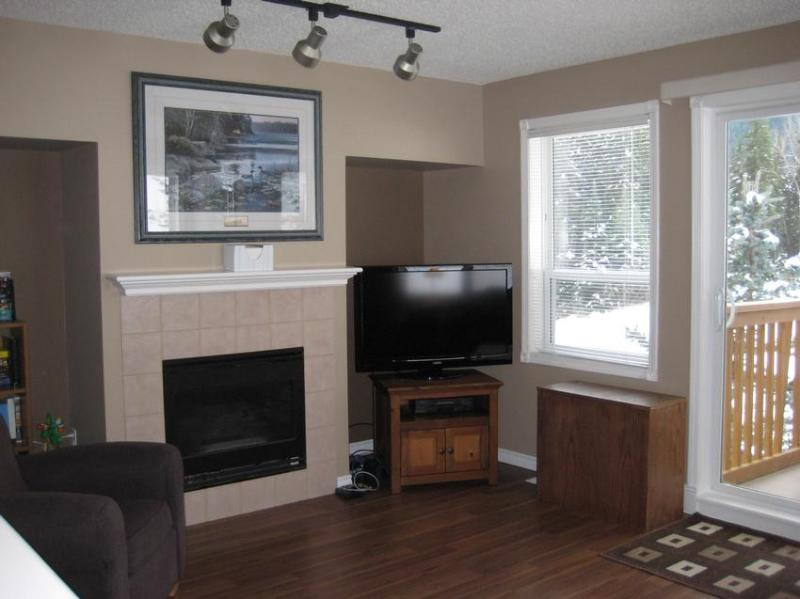 Newly renovated with wood floors, tile and modern fixtures. - Sun Peaks Getaway - Sun Peaks - rentals