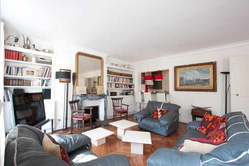 Marais District - Spacious 1200 sq ft Apartment - Image 1 - 4th Arrondissement Hôtel-de-Ville - rentals