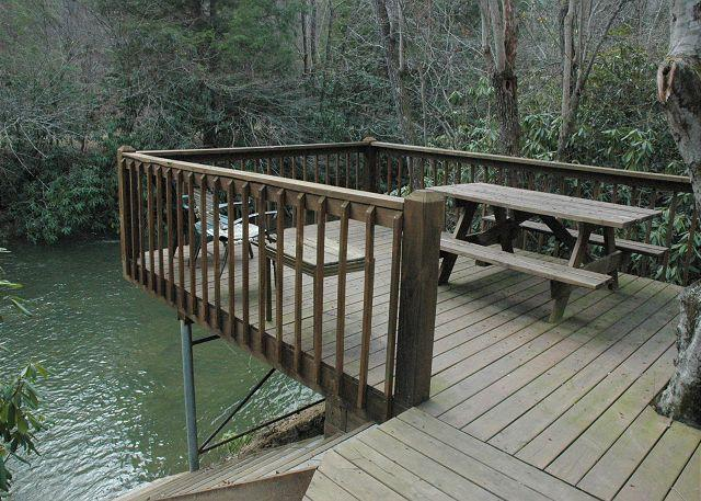At Creek Bend Escape you can Fish Right Out Your Back Door! - Image 1 - McCaysville - rentals