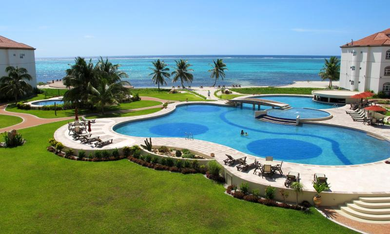 Largest Fresh Water Pool in Belize with 2 smaller pools & 2 hot tubs! - Grand Caribe 2BR/2BA or 1BR/1BA Ocean & Pool Views - San Pedro - rentals