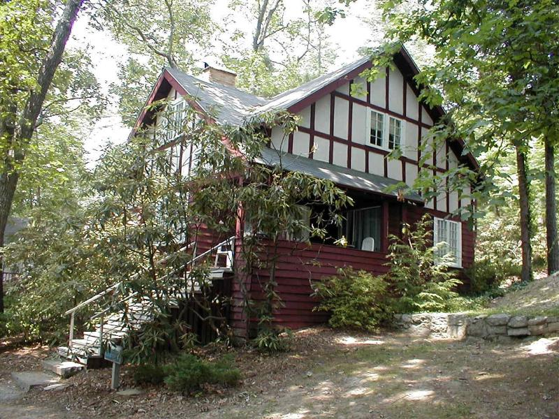 Laurel is one of our larger cottages and sleeps up to 10 comfortably. - Laurel Cottage - Flat Rock - rentals