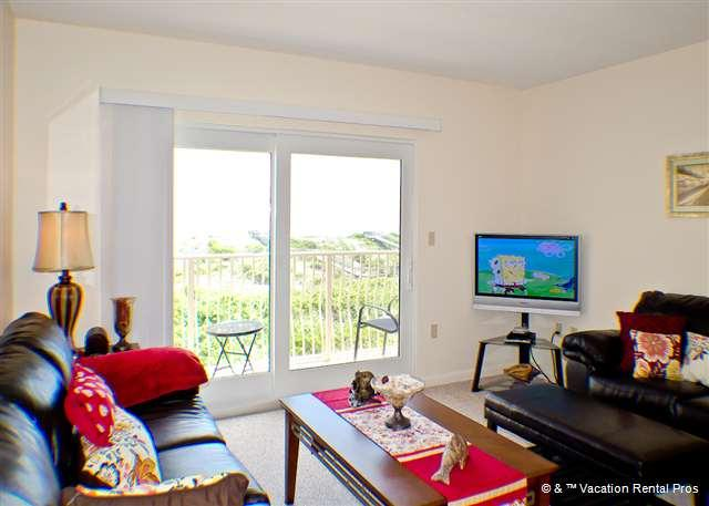 Our spacious living room has ocean views and an HDTV - Creston House 11C Ocean Front townhouse with balcony - Saint Augustine - rentals