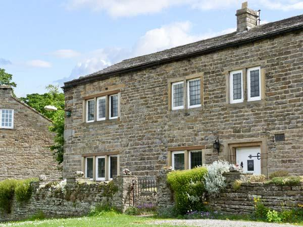 END HOUSE, pet friendly, character holiday cottage, with a garden in West Burton, Ref 5279 - Image 1 - West Burton - rentals