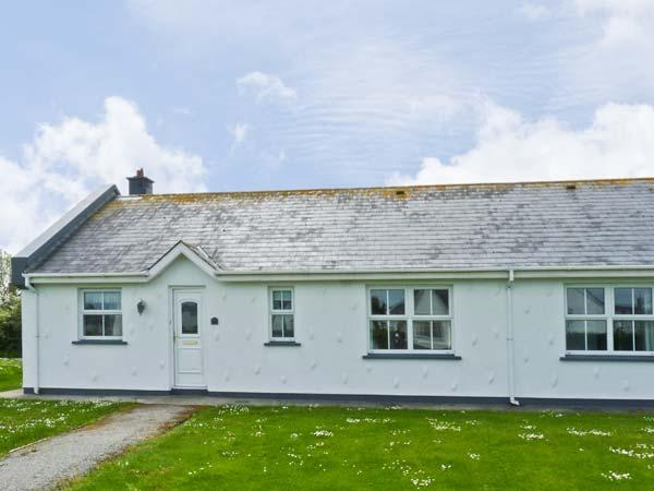 62 ST HELENS BAY, pet friendly, with a garden in St Helens Bay, County Wexford, Ref 7951 - Image 1 - Rosslare Harbour - rentals
