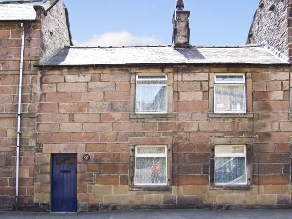 CHRISTMAS COTTAGE, romantic, character holiday cottage, with open fire in Winster, Ref 7710 - Image 1 - Winster - rentals