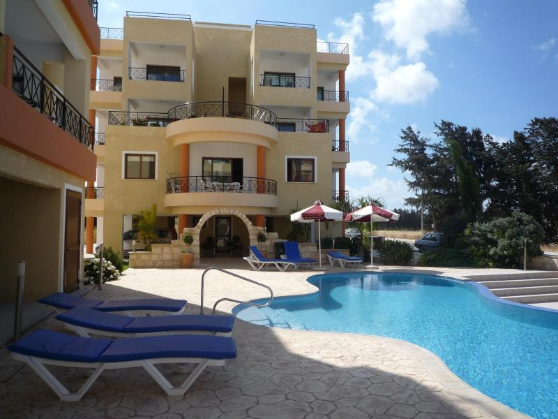 Outside view of balcony and pool - Superb 2 bedroom 2 bathroom apartment Paphos - Paphos - rentals