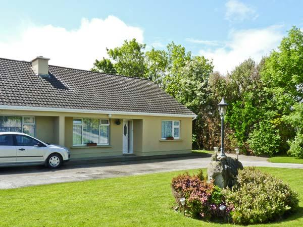 PALM VIEW, family friendly, with a garden in Ballyheigue, County Kerry, Ref 4658 - Image 1 - Ballyheigue - rentals