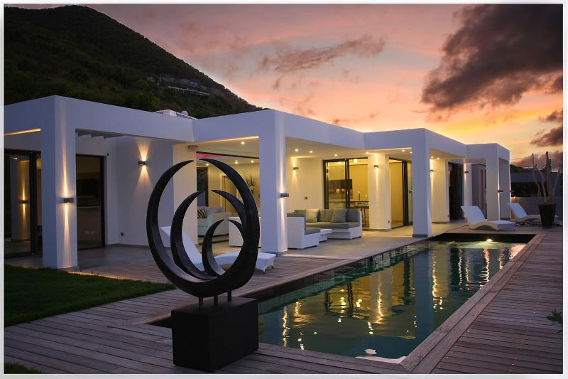 Pearl...Mont Vernon Plantation, St. Martin - PEARL...WOW! Drop dead gorgeous new contemporary villa near Orient Bay... Stunning Intro Price too! - Orient Bay - rentals