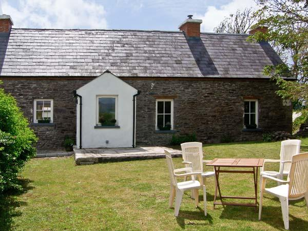 BROSNAN'S COTTAGE, family friendly, character holiday cottage, with a garden in Ventry, County Kerry, Ref 4675 - Image 1 - Ventry - rentals