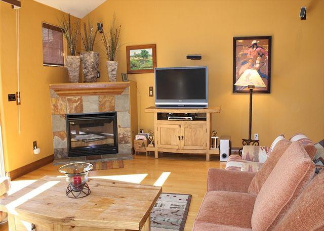 HG82L Desirable Townhome w/Wifi, Fireplace, King Bed, Garage, Private Hot Tub - Image 1 - Breckenridge - rentals