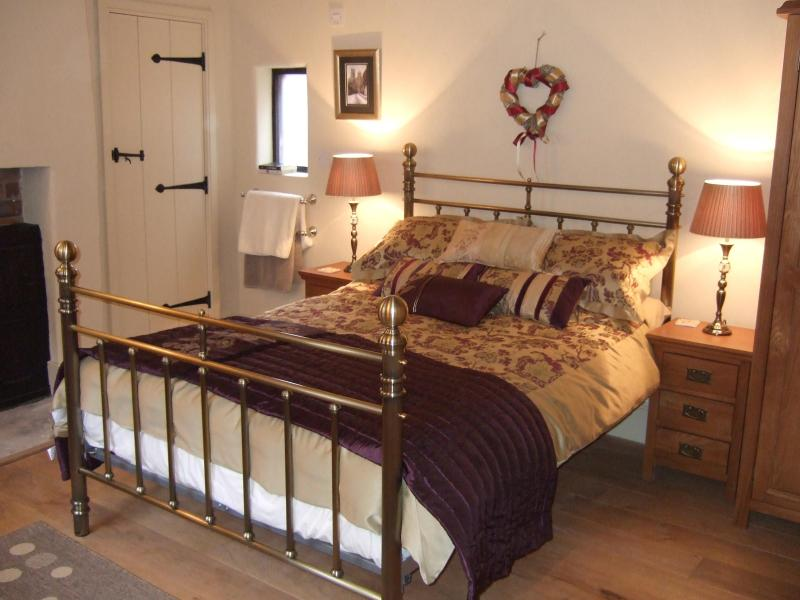 Double room loated on the first floor with ensuite  and shower - The Dutch House, only footsteps from York Minster! - York - rentals