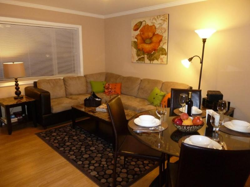 Living Room - Perfect Getaway by the Ocean in Comfort and Style! - San Francisco - rentals