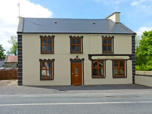 BANADA HOUSE, pet friendly, country holiday cottage, with a garden in Tobercurry, County Sligo, Ref 8306 - Image 1 - Tubbercurry - rentals