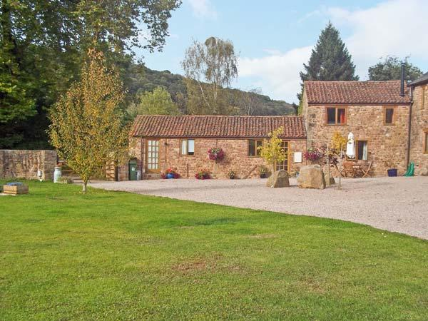 SUTTON BARN, pet friendly, country holiday cottage, with a garden in Hope Mansell, Ref 7307 - Image 1 - Mitcheldean - rentals