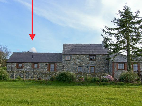 POPPY COTTAGE, romantic, country holiday cottage, with a garden in Caeathro, Ref 4453 - Image 1 - Caeathro - rentals