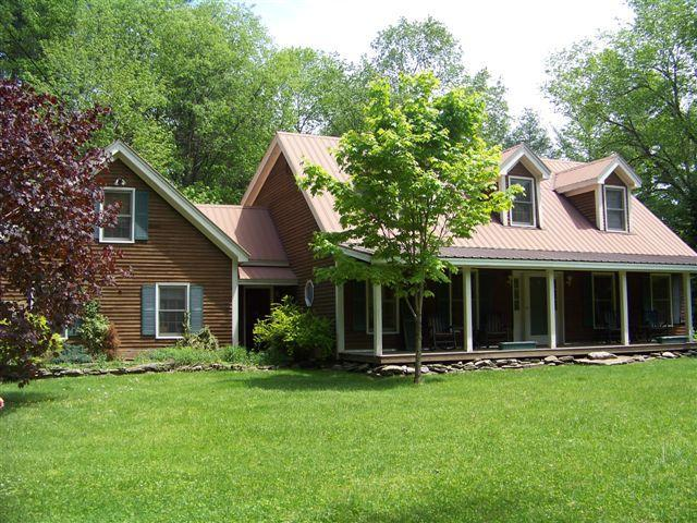 House in the Summer - Charming and spacious Vermont farmhouse - Londonderry - rentals